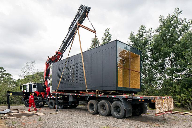 Os módulos podem ser transportados por caminhões, sendo reaproveitados em outras funções e lugares.