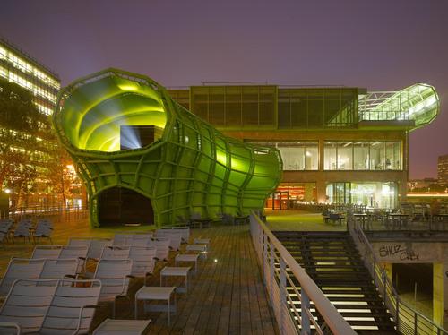O ediício modificou seu uso, e hoje é usado como base para eventos de design e moda , incluindo espaços de exposições , o Instituto Francês de Moda (IFM ) , produtoras de música , livrarias , cafés e um restaurante.