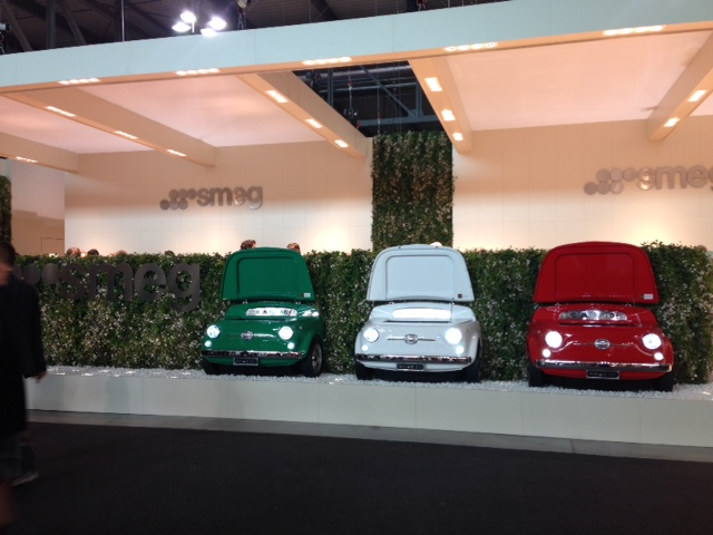 Os três carrinhos em estilo retrô nas cores da bandeira italiana. Mais conceitual, impossível!