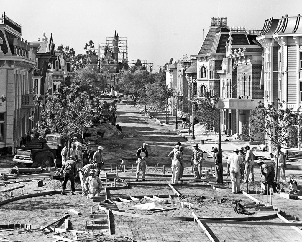 A Rua Principal (Main Street) em construção.