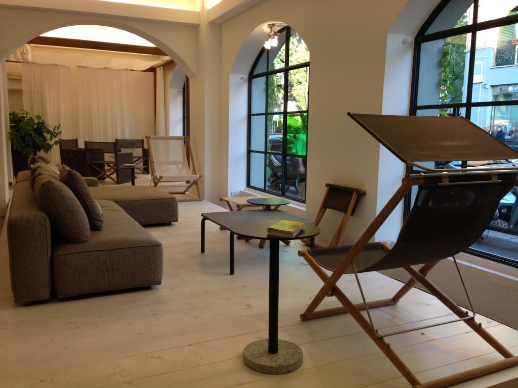 Móveis para a área externa a venda no Studio Roda.