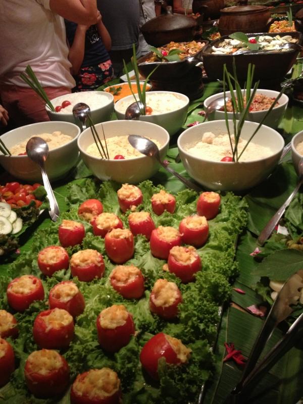 """Toda quarta e sábado, o Restaurante Zé Maria promove um """"Festival Gastronômico"""", onde um verdadeiro banquete é oferecido."""
