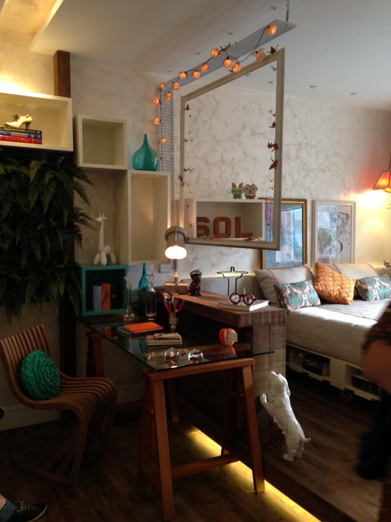 O quarto projetado por Bianca e Regina Prior para o Morar Mais 2013 possui os mesmos elementos fofos do Zazá Bistro, colocados de forma diferente.