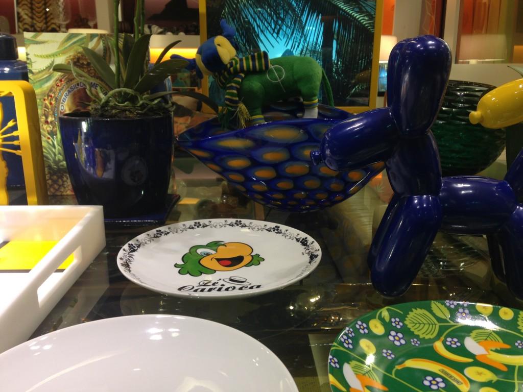 Também do Studio Grabowsky os pratos com personagens Disney (adorei o Zé Carioca, a cara do Brasil)...