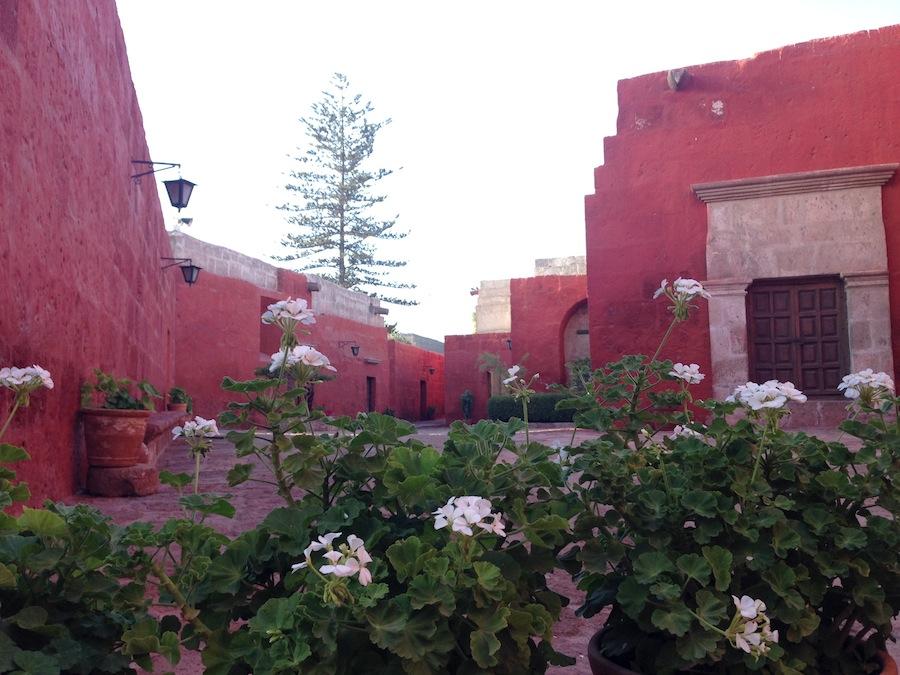 Cores vibrantes do Mosteiro Santa Catalina