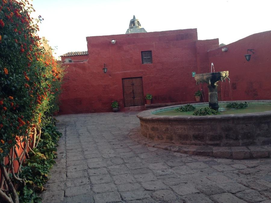 Um dos patios internos