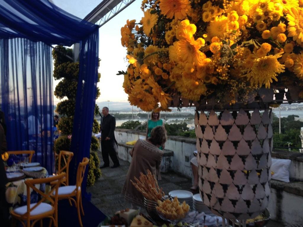 Casamento no Outeiro da Glória, com decoração de Antonio Neves da Rocha: parece que as novas cores do Brasil são o azul e amarelo, verde e branco também!!