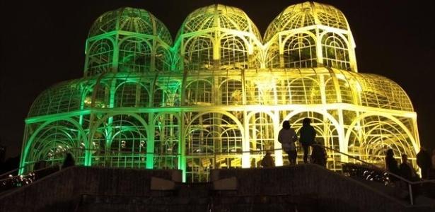 Simplesmente maravilhoso o Jardim Botanico de Curitiba, iluminado para a Copa!