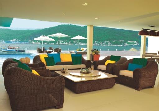 Só de colocar almofadas nas cores do Brasil, os espaços ficam preparados para a festa!! Mobiliário da Trançarte, no CasaShopping!