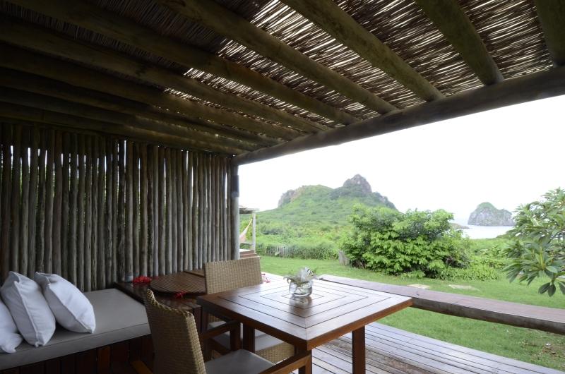 Varanda com pergolado. The balcony with the pérgola.