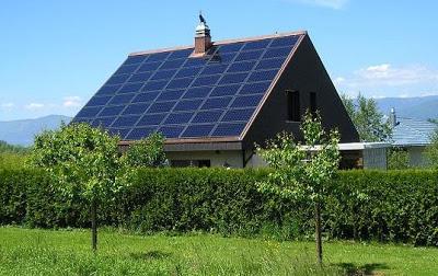 Casa com painel solar nos Estados Unidos
