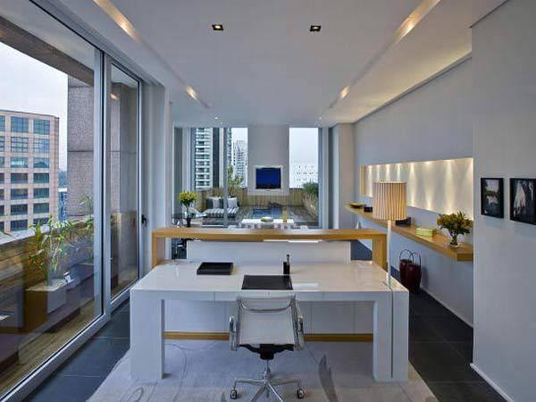 A Master Executive Suite foi projetada pelo arquiteto João Armentano e possui 105m². Possui ambiente integrado e terraço com vista para a cidade. E a segunda maior suíte do Sheraton WTC, com 105m². A Suíte Presidencial tem 510m² e acesso direto ao heliponto do hotel.