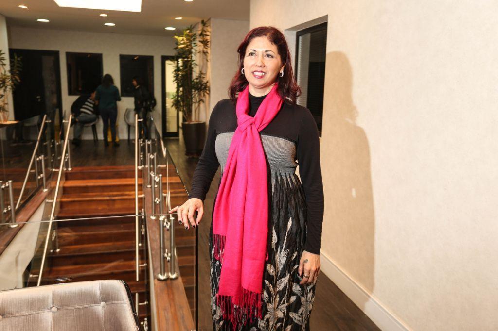 A professora Sueli Garcia que propos o ano de Cores no Design, no Belas Artes