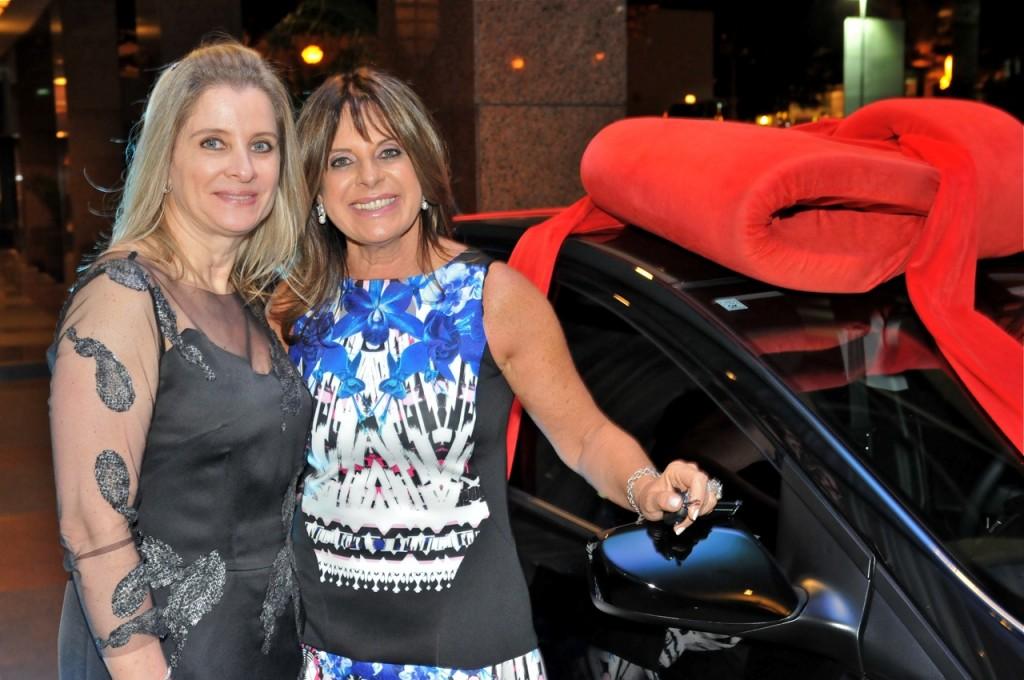 Vania Ceccotto e Jóia Bergamo, que ganhou esse carro zerinho! Merecido!