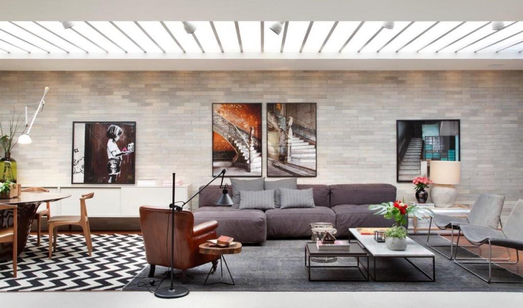 Bruno e Camila optaram por uma decoraçao elegante, com tons de berinjela e materiais como couro para compor o ambiente.