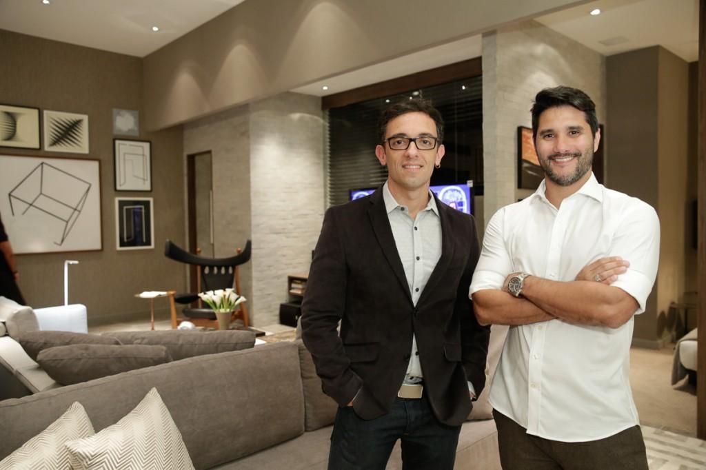 Rodrigo Jorge e Fabio Bouillet no seu Apartamento Contemporâneo.