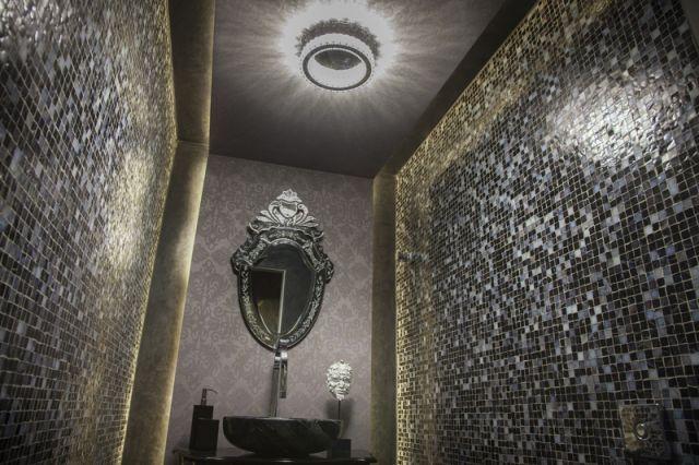 Detalhe da iluminação no banheiro