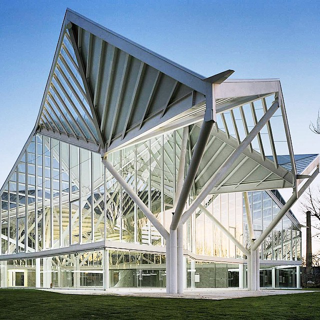 Postagem do ame arquitetura no instagram, mostrando as dobras inspiradas nos origamis