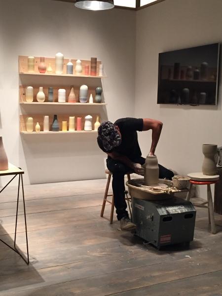 Muitos dos stands tinham artistas fazendo na hora os objetos. Feitos a mão: hall 1