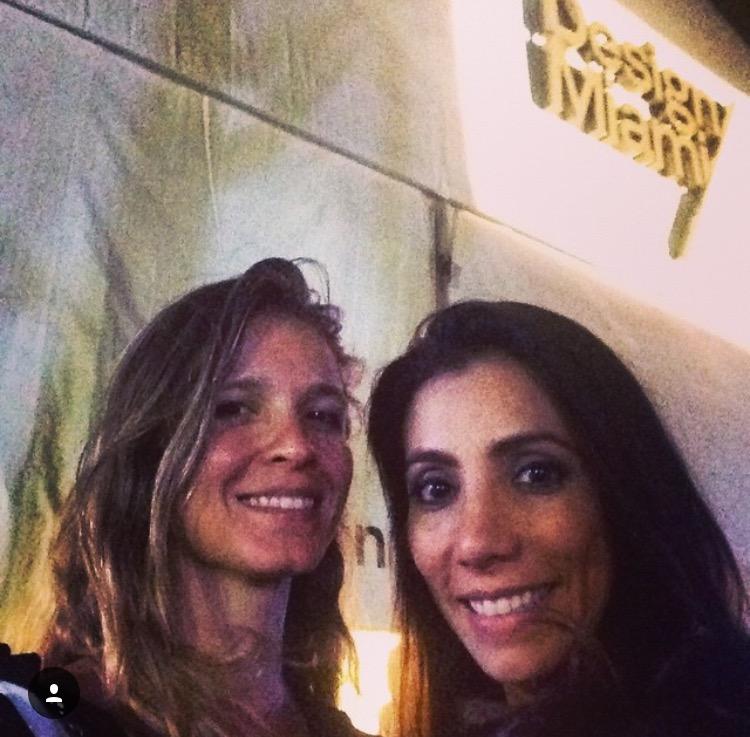 No ano passado, eu e Mariana Amaral no cocktail de inauguração da Design Miami