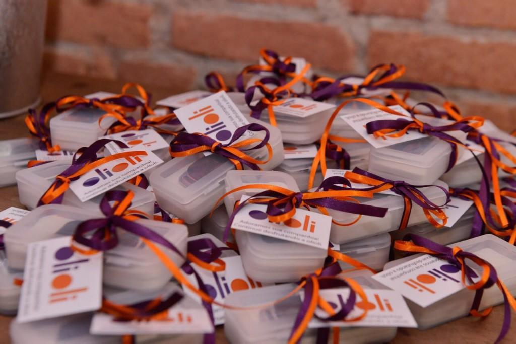 Nossa logo, em laranja e violeta, cores que emanam boas energias! #goodvibes