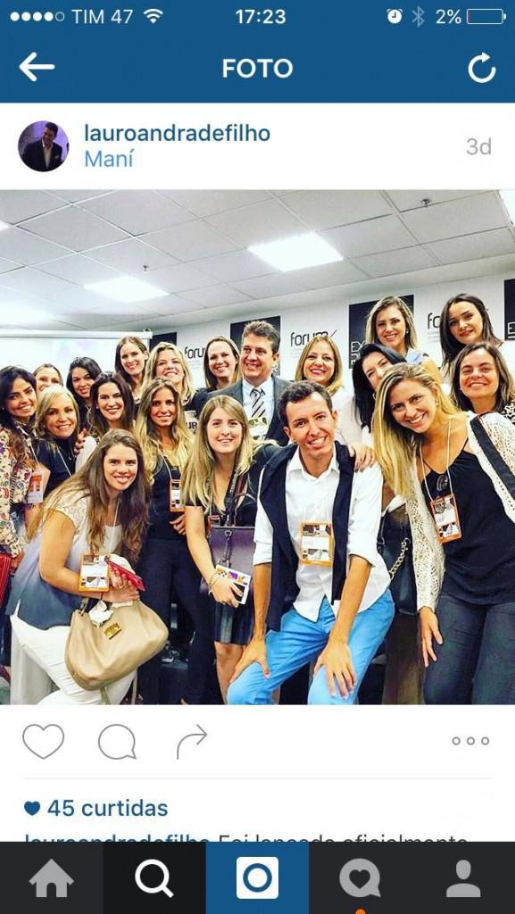 Lauro Andrade, presidente da Expo Revestir, nos recebeu com alegria no primeiro dia de feira. Tivemos uma reunião exclusiva para ter detalhes da maior feira do segmento na América.
