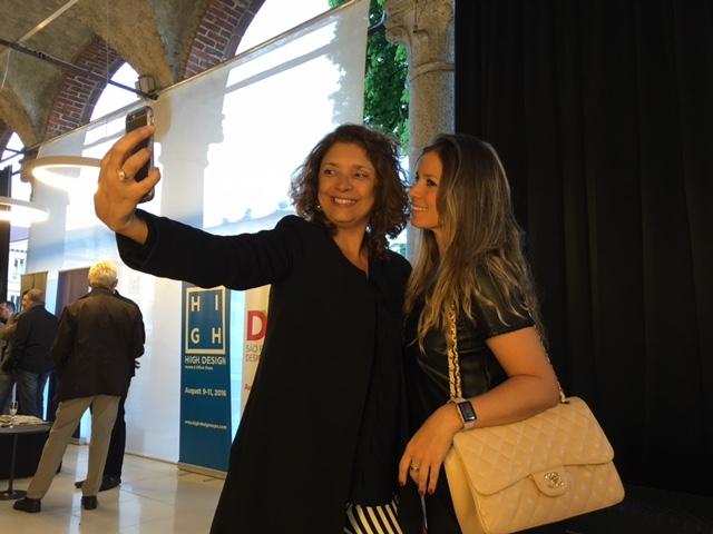 """E não poderia deixar de colocar Cristina Alho, com suas selfies e o movimento """"o design une"""". Demais!"""