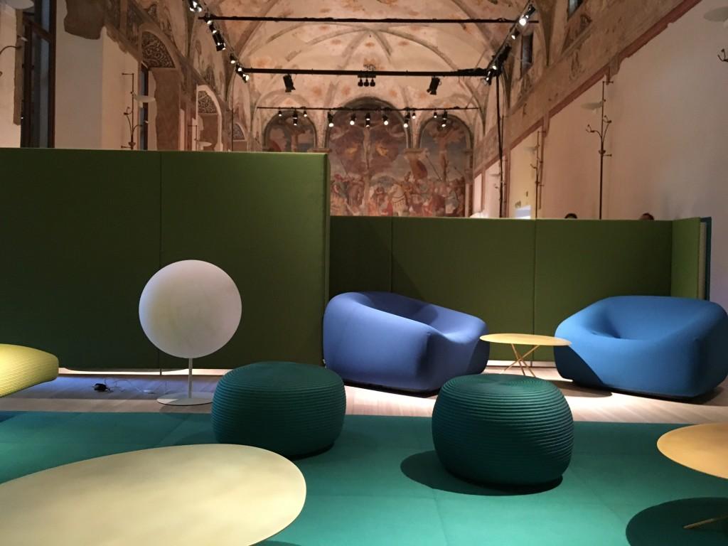 Exposição restrita na Paola Lenti, com móveis indoor.
