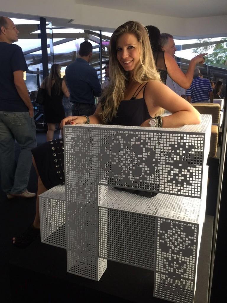 Na Artefacto B&C as poltronas Austin interpretadas pelos designers da MAC Talents em exposição no terraço da Mostra. Na Artefacto da Haddock Lobo, outra exposição que conta com a trajetória de sucesso da Artefacto.