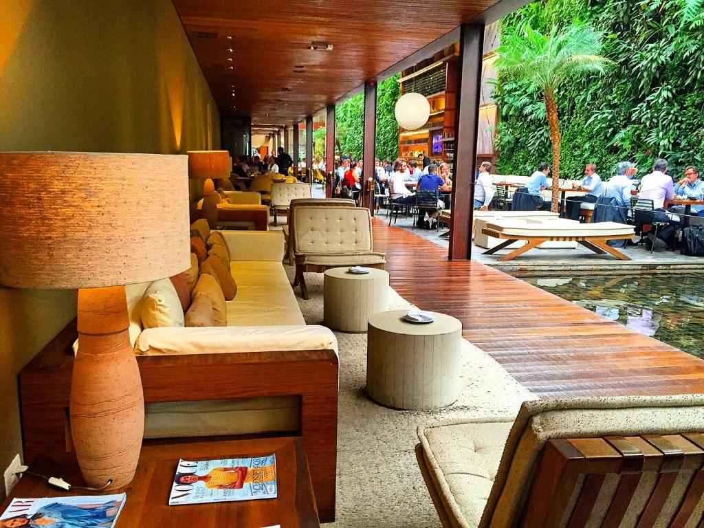 Restaurante KAA em São Paulo, com design completo de Athur Casas e ganhador do prêmio de melhor restaurante da WallPaper em 2010.