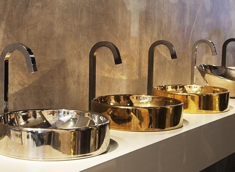 Metalizados que deixam os banheiros muito mais interessantes!