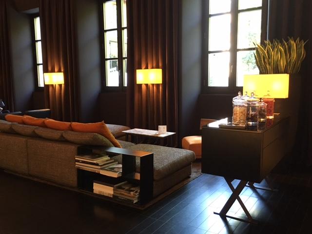Lounge sofisticado do Bulgari Hotel em Milão
