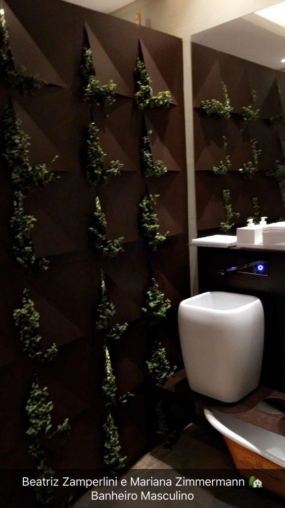 Banheiro masculino com torneiras Deca de acionamento automático.