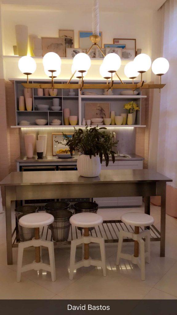 Detalhe da cozinha no Living da Praia de David Bastos