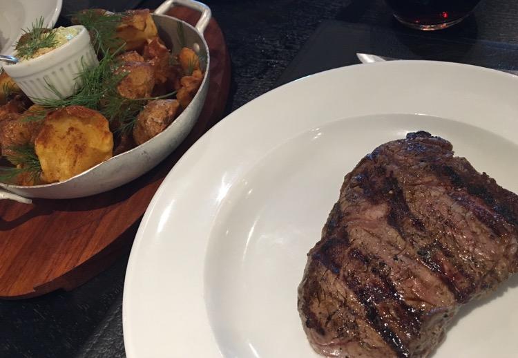 Carne e batatas bravas - combinação perfeita!
