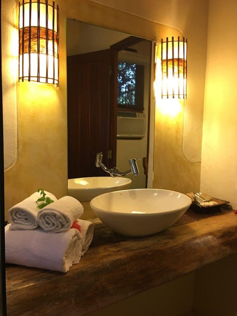 Banheiro da nossa surte, super charmoso com produtos Loccitane